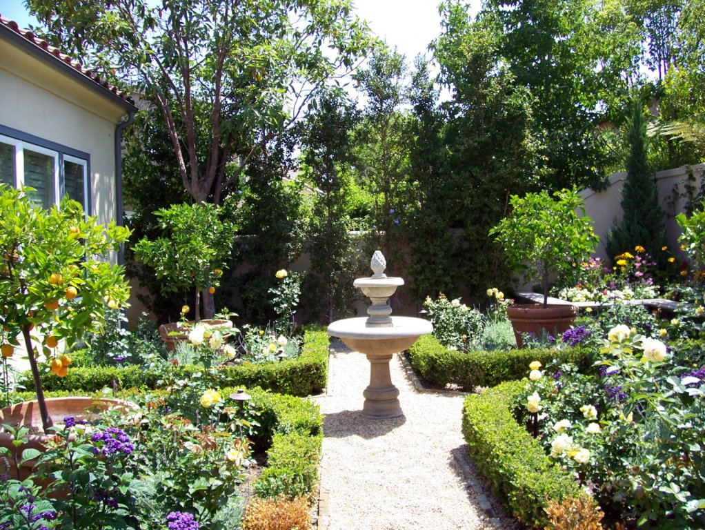English gardens for Outdoor patio landscaping