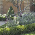 Italian villa Hedge design